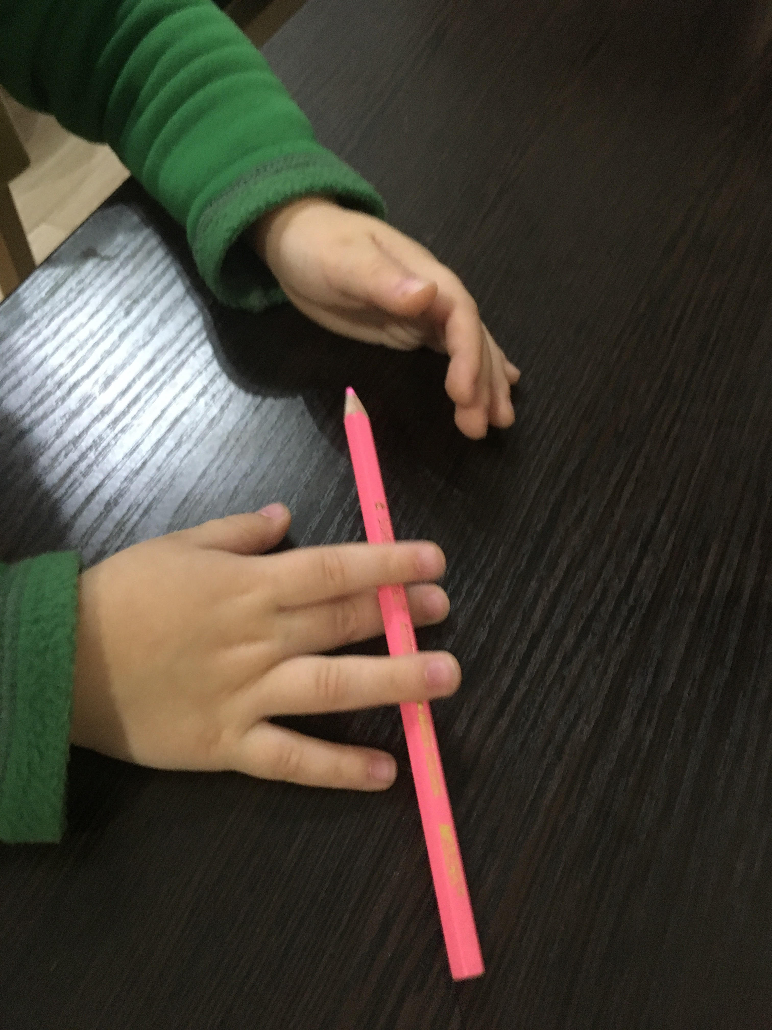 Массаж карандашами качели