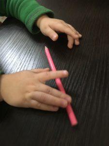 Массаж карандашами пианино
